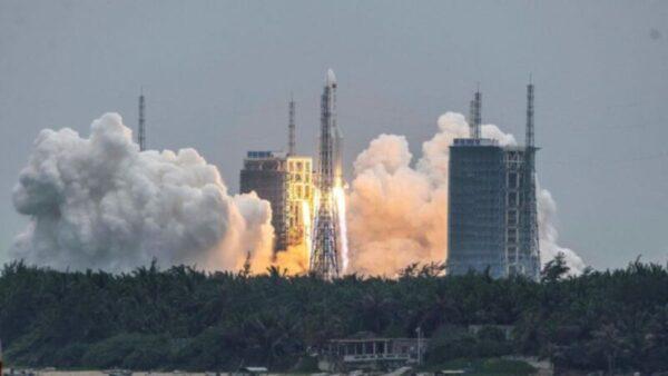 尷尬對比!中國火箭失控亂飛 美國10度完美回收