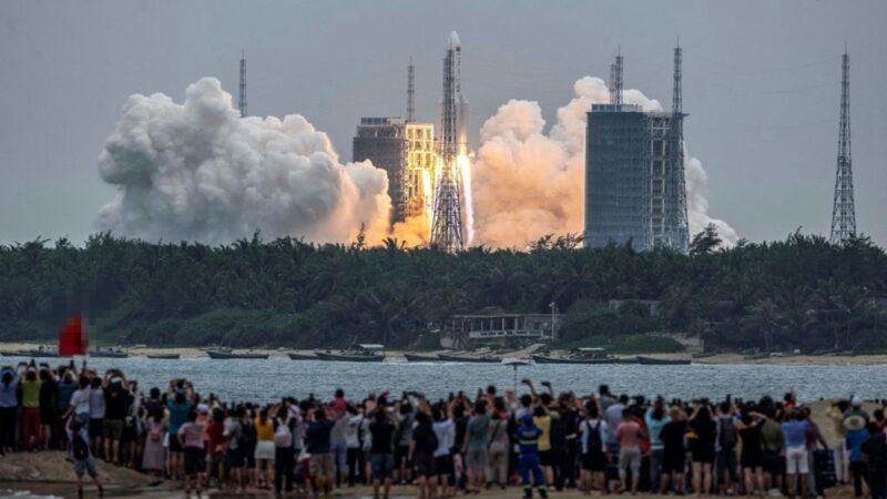 長征火箭深夜掠過台灣上空 21噸碎片數日內墜落