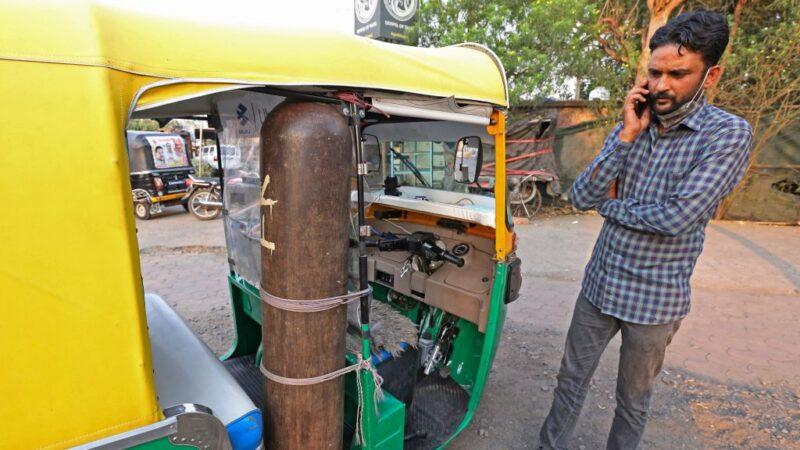 挽救人命 印度駕駛改裝嘟嘟車成救護車送病患
