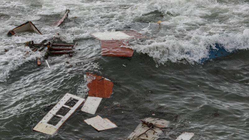 加州聖地牙哥外海 超載偷渡船疑觸礁翻覆3死27傷