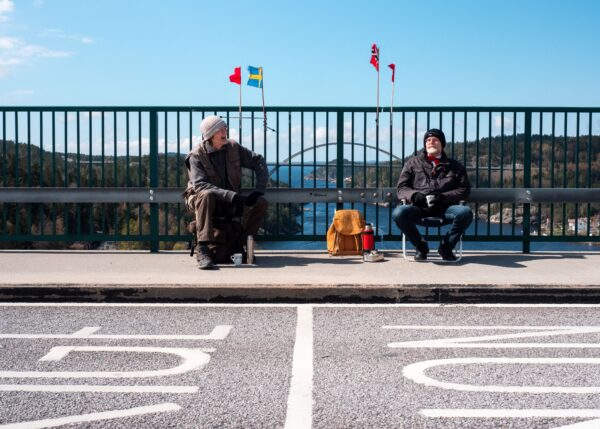 疫情擋不住兄弟情 73歲雙胞胎每週邊界相見