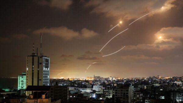 哈馬斯火箭蜂擁而至 以色列「鐵穹」攔截影片曝光