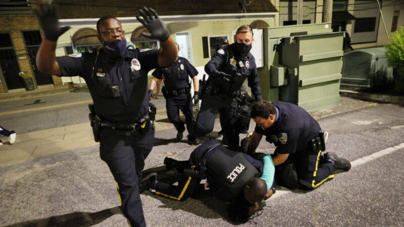 预算削减执法受限 美国警察正以创记录速度离职