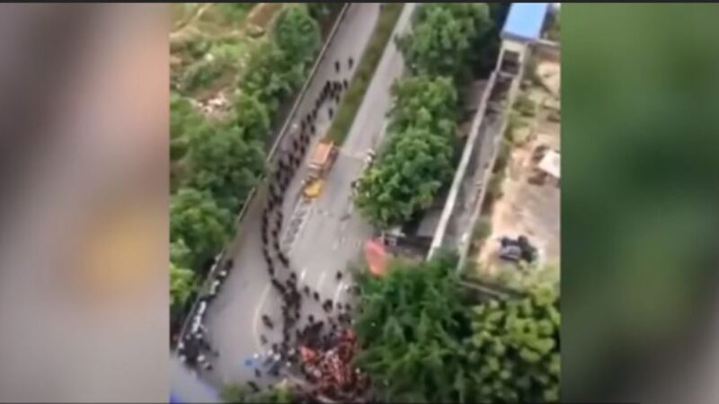 重慶小區爆發大規模抗暴事件 業主趕走數百黑衣人(視頻)