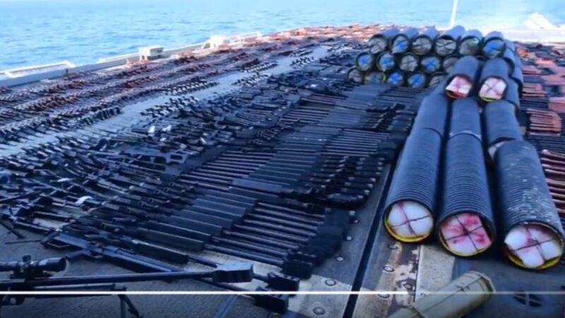 美軍截獲中式俄式走私軍火 擺滿巡洋艦甲板(視頻)