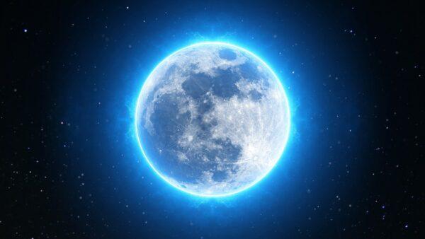 月球陨坑中惊现4千米长UFO 百米长人影