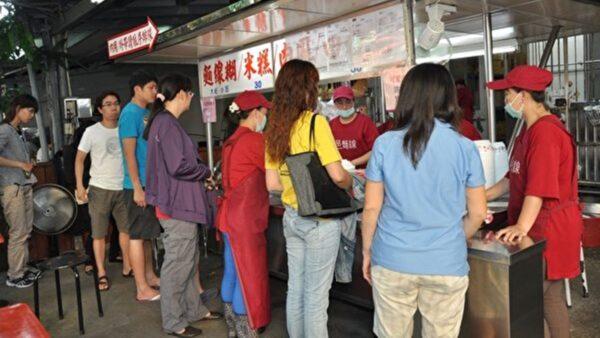 【慶祝513】風雨中的小吃攤