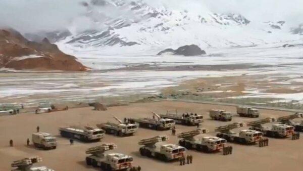 中印边境持续紧张 中共再部署大批远程火箭炮