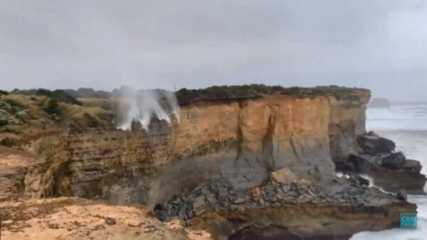 违反地心引力?澳洲瀑布努力向上冲