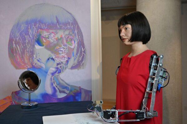 機器人藝術家自畫像閃亮登場 是福還是禍?