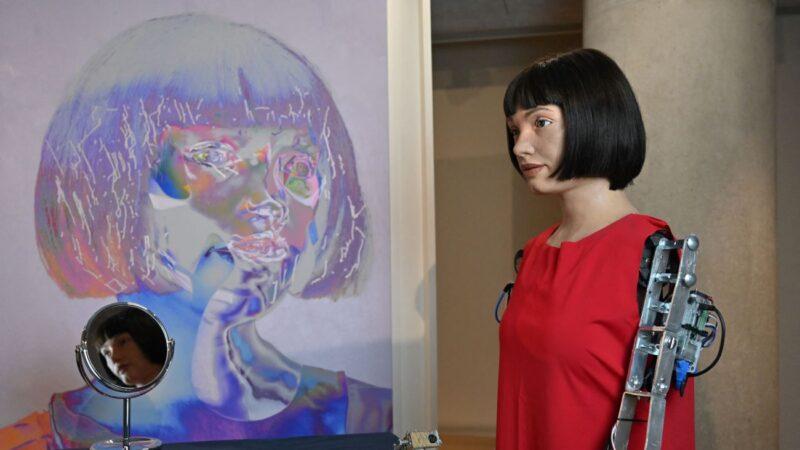 机器人艺术家自画像闪亮登场 是福还是祸?
