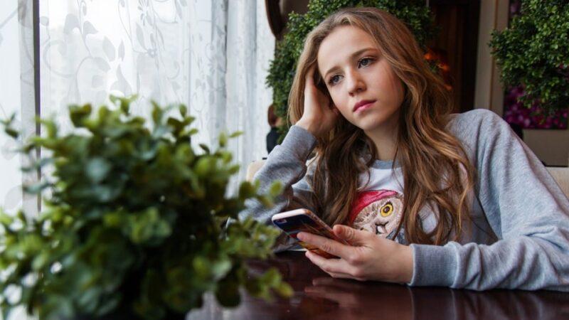 青少年不适合使用智能手机和社交媒体