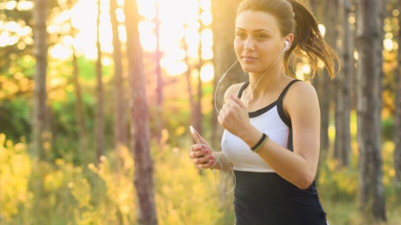 网红分享妇女安全守则:外出跑步 别绑马尾