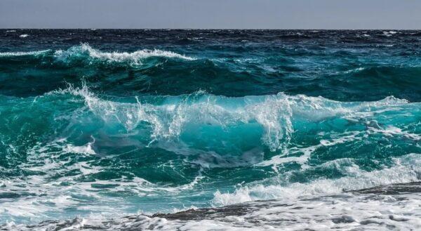 海水很咸 喝了会发生什么事?