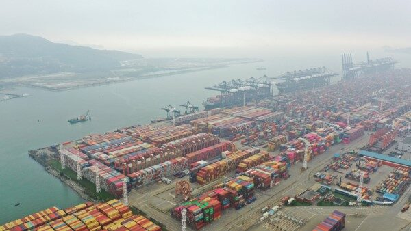 另一场航运危机 广东疫情造成港口塞车