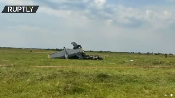 俄飞机迫降西伯利亚 至少7死数十伤