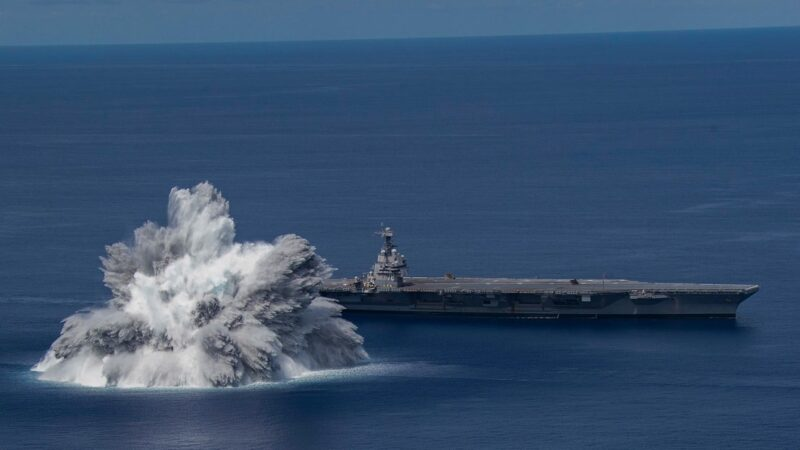 震撼!美航母衝擊測試 近距離引爆4萬磅炸藥(視頻)