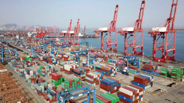 疫情致航运危机加深 美国5万玩具卡车困在中国