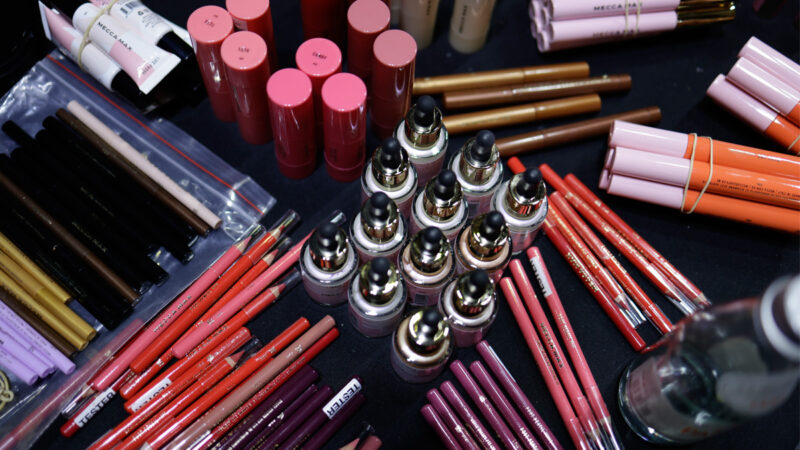 最新研究:美加一半以上化妆品含有毒化合物
