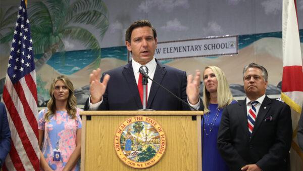 佛州州長簽署法案 公校須講解共產主義邪惡