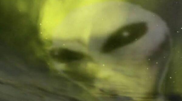 北極光中驚現「外星人」 外星神祕生物藏身於地球大氣層