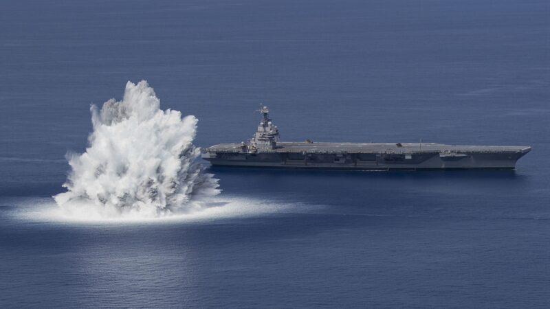18吨炸药近距引爆 美超级航母测试画面曝光