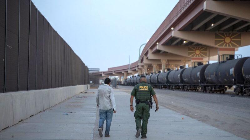 德州将建边境墙  阻滞非法入境人流
