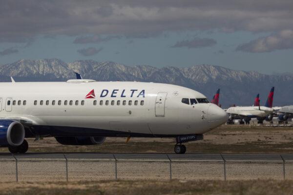 """乘客大喊""""停下飞机!"""" 达美班机险遭硬闯驾驶舱"""