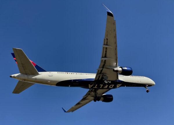 """休假员工扬言让飞机""""掉下来"""" 达美班机急转降"""