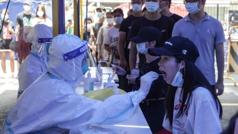 广州隔离区惨相曝光 供饭像投猪食 居民喊话求救