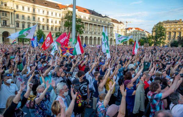 匈牙利示威后 复旦大学建校计划拟公投决定