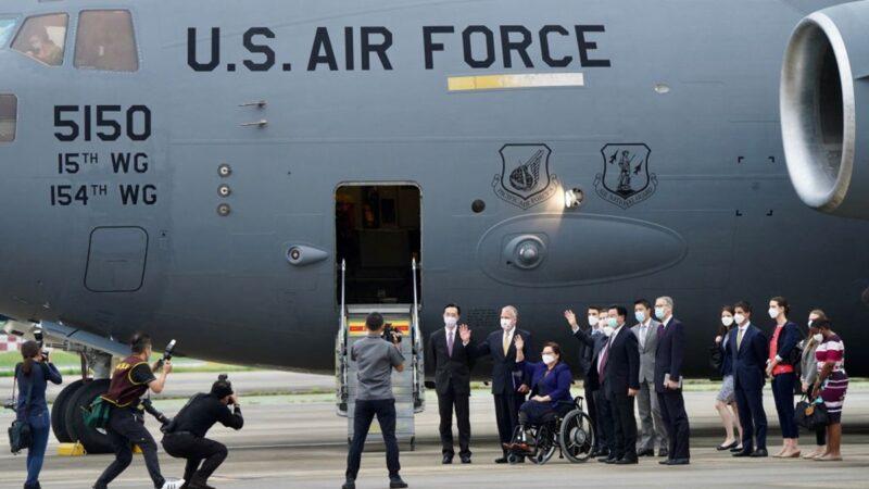 美國軍機降落台灣 向中共釋放強烈信號