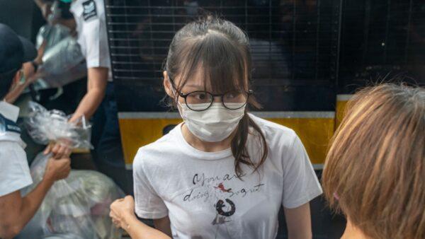 周庭出狱香港紧张 千警封路如临大敌
