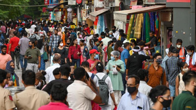 印度逐步解封 逛街人潮蜂擁出籠