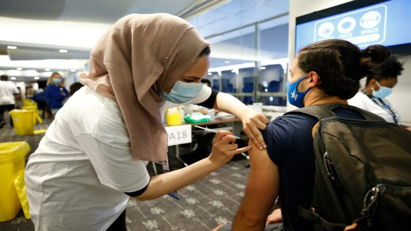 英国疫情急剧升温 逾95%确诊者感染变种病毒