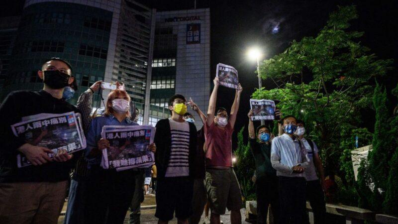 香港苹果停刊 美英欧齐谴责中共扼杀言论自由