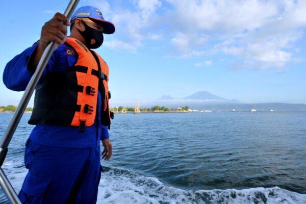 印尼渡轮疑船体破裂沉没 至少7死11失踪