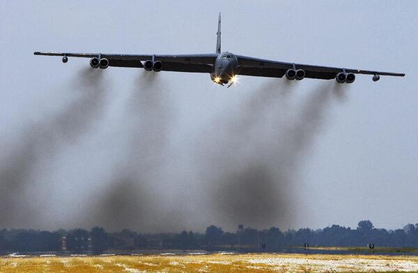 美轟炸機現身波羅的海上空 俄戰機急升空伴飛
