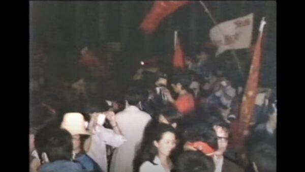 港媒9分半视频:六四长安街军队开枪装甲车狂奔