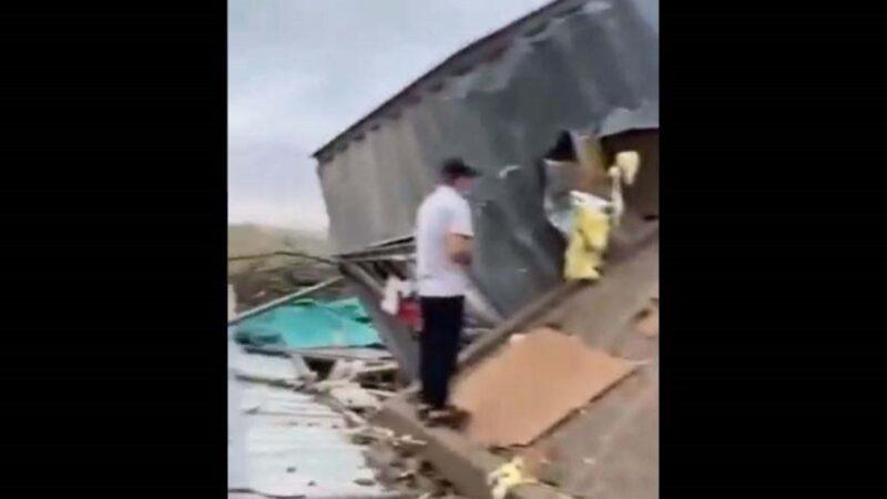 徐州两镇遭龙卷风袭击 树倒屋摧12人受伤(视频)