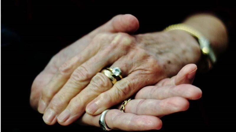 忘了全世界也不忘愛妳!失智丈夫再向愛妻求婚