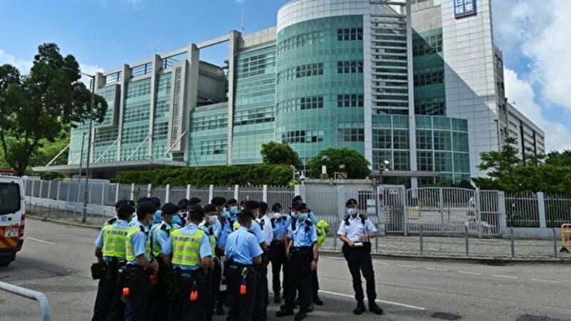 【更新】500港警突襲蘋果拘5高層 凍結1800萬資金(組圖/視頻)