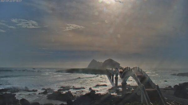 颱風烟花逼近台灣 即時影像觀浪精彩又安全(視頻)