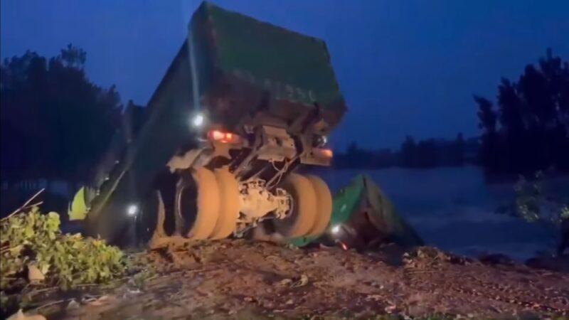 河南衛河多處決堤 大卡車投河仍堵不住
