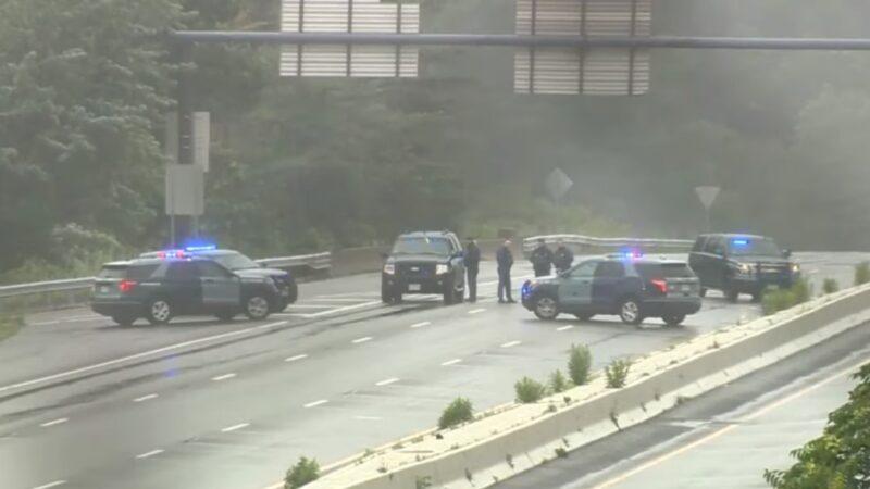 武装分子惊现麻省州际公路 与警对峙11人被捕
