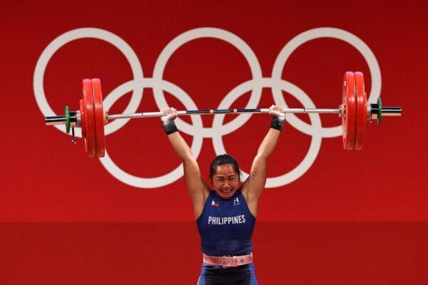 空軍中士舉127公斤 奪菲國史上第一面奧運金牌