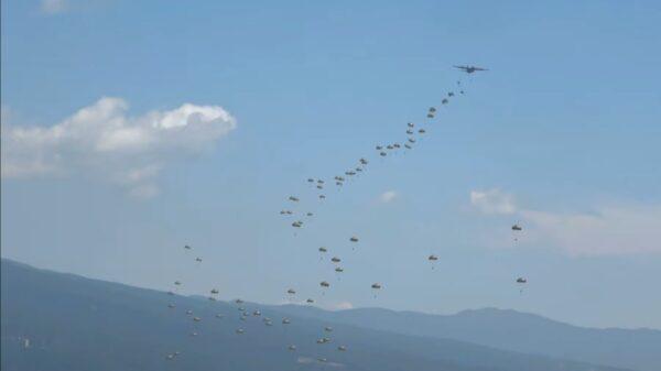 空降关岛 日本伞兵部队首度直飞海外训练