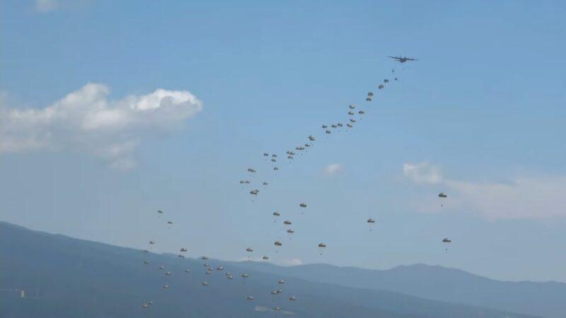 空降關島 日本傘兵部隊首度直飛海外訓練