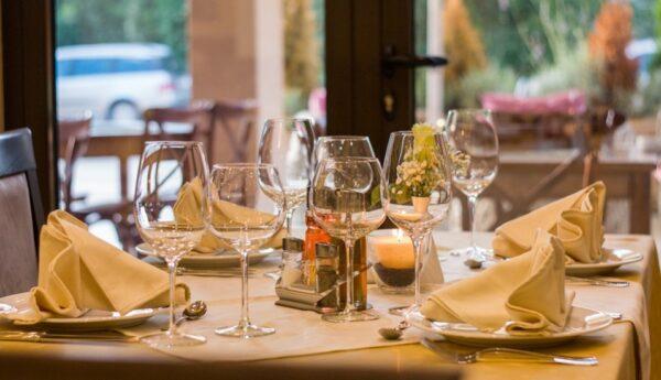 5種方法教你佈置簡潔又時尚的晚餐聚會餐桌