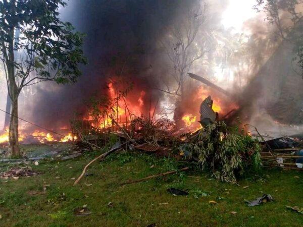 菲律賓搭載92人軍機失控墜毀 已知17死40人獲救